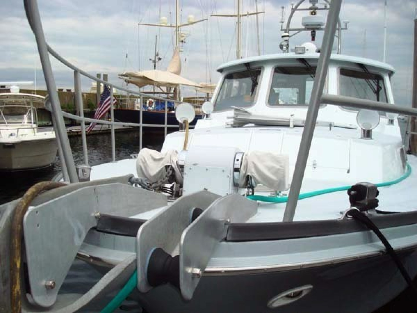 New England Boatworks-Hood Custom Expedition 1998-STARLIGHT Portsmouth-Rhode Island-United States-Bow-1627037 | Thumbnail