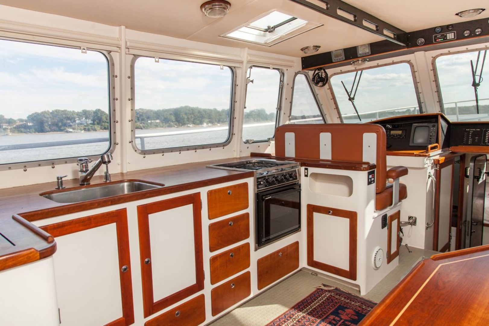 New England Boatworks-Hood Custom Expedition 1998-STARLIGHT Portsmouth-Rhode Island-United States-Galley Up-1627053 | Thumbnail