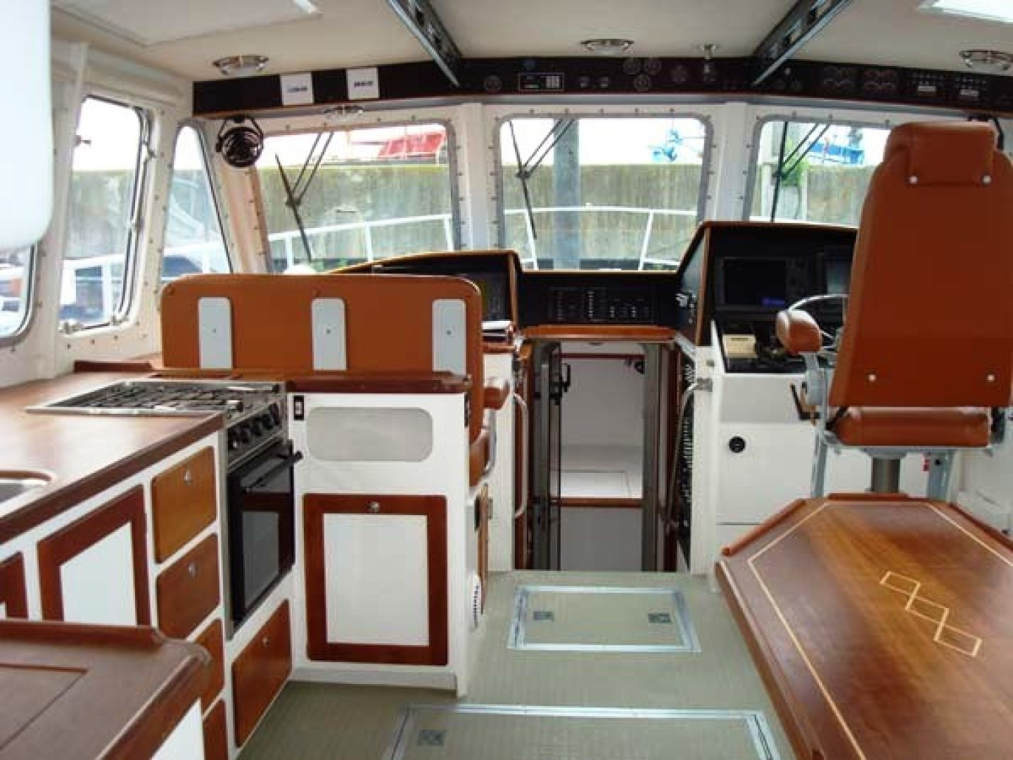 New England Boatworks-Hood Custom Expedition 1998-STARLIGHT Portsmouth-Rhode Island-United States-Pilothouse, Looking Fwd.-1627065 | Thumbnail