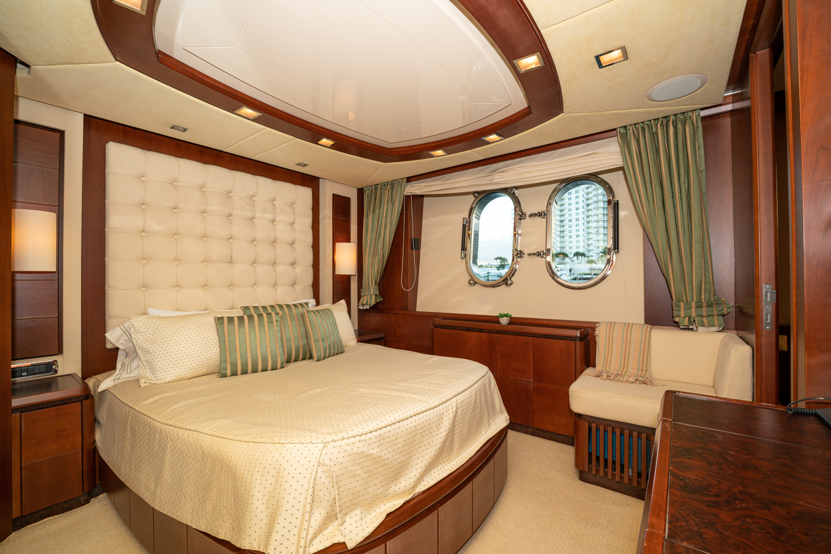 Azimut-2007 2008-VIVERE Palm Beach-Florida-United States-Queen Guest Stateroom (Starboard side)-1623922   Thumbnail