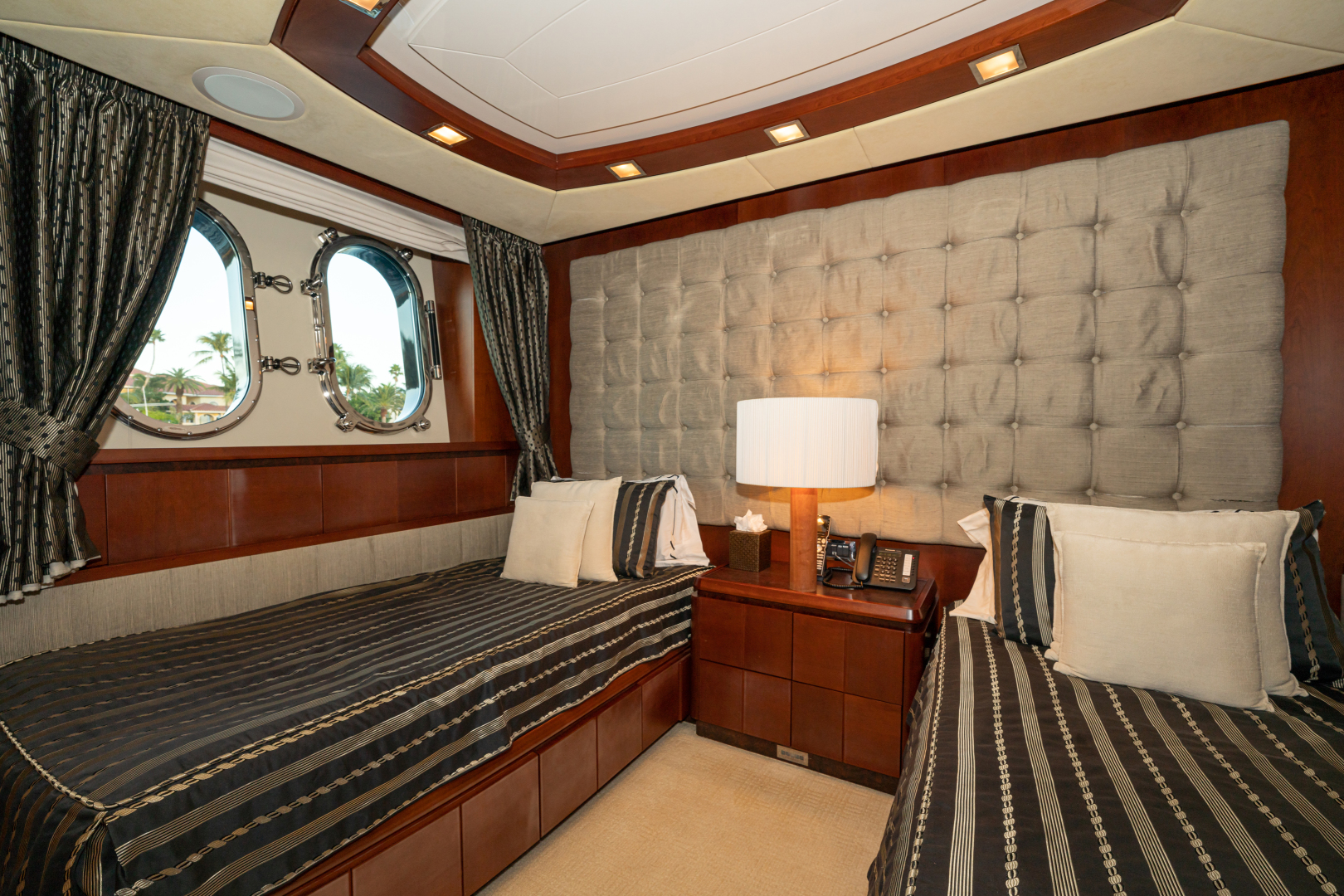 Azimut-2007 2008-VIVERE Palm Beach-Florida-United States-Twin Guest Stateroom (Port side)-1623925   Thumbnail