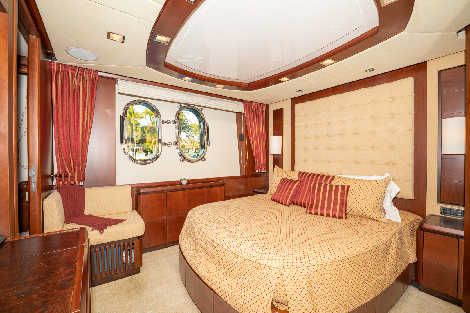 Azimut-2007 2008-VIVERE Palm Beach-Florida-United States-Queen Guest Stateroom (Portside)-1623921   Thumbnail