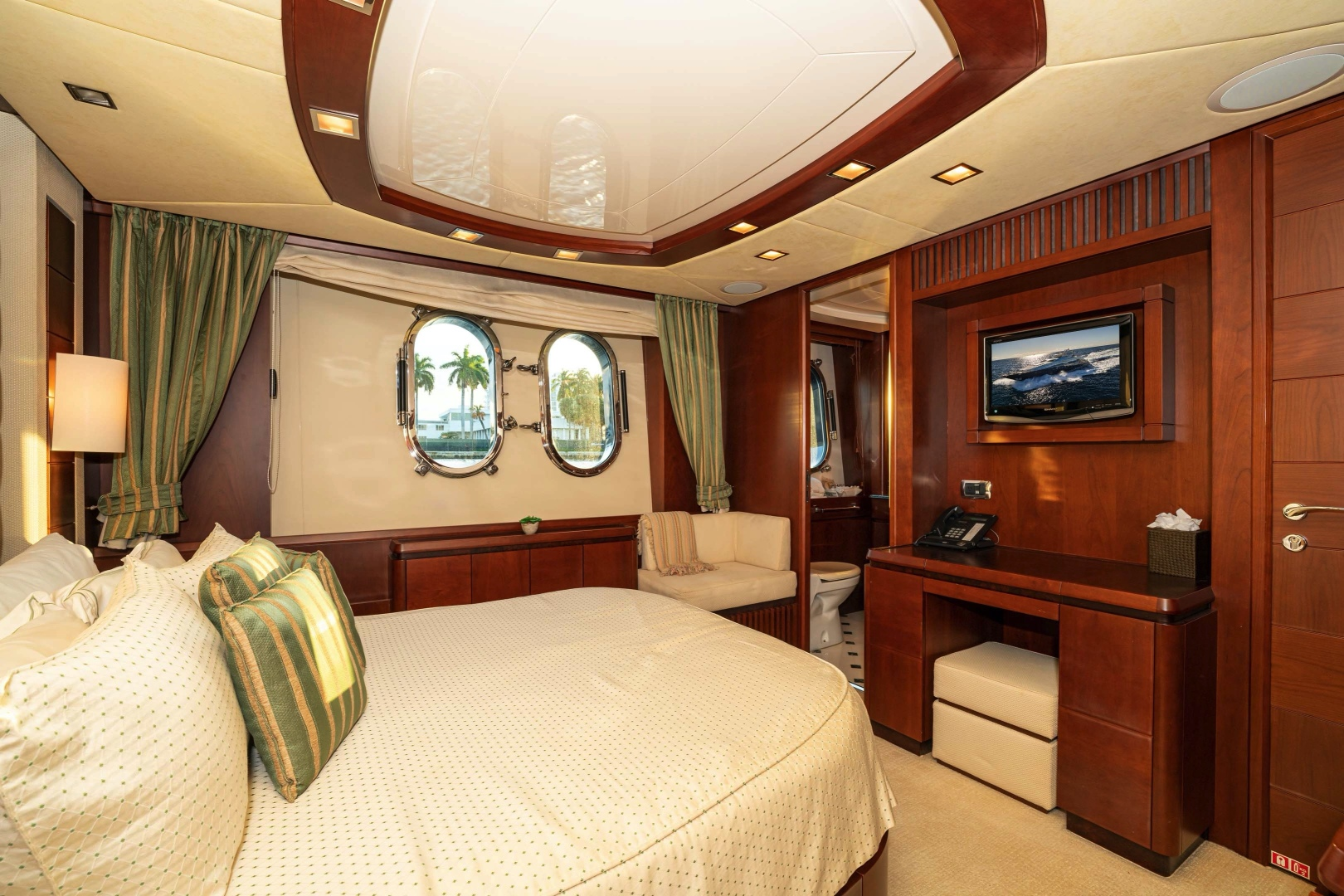 Azimut-2007 2008-VIVERE Palm Beach-Florida-United States-Queen Guest Stateroom (Stbd side)-1623923   Thumbnail