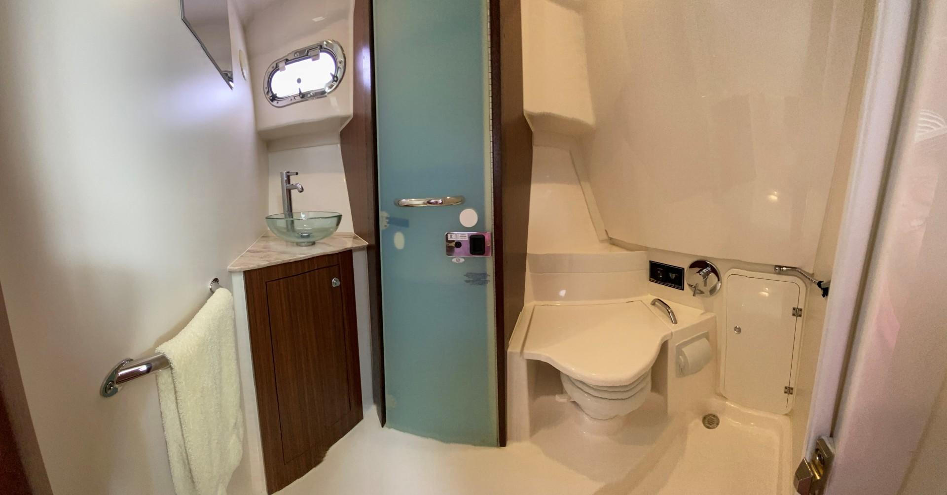 Pursuit-355 Offshore 2000-DUN DOCN Naples-Florida-United States-35 Pursuit Bathroom-1634725 | Thumbnail