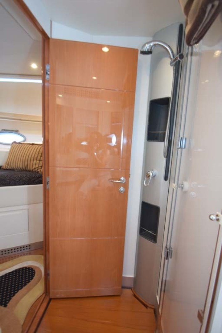 Pershing-62 2007-CHOPIN Lighthouse Point-Florida-United States-Ensuite Head View To V Berth Guest Room-1625736 | Thumbnail