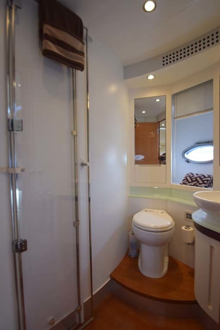 Pershing-62 2007-CHOPIN Lighthouse Point-Florida-United States Ensuite Head V Berth Guest Room-1625740 | Thumbnail