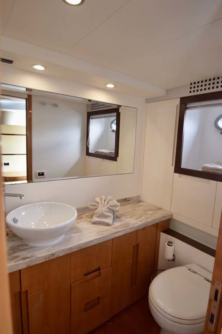 Pershing-62 2007-CHOPIN Lighthouse Point-Florida-United States-Main Stateroom Head-1625735 | Thumbnail