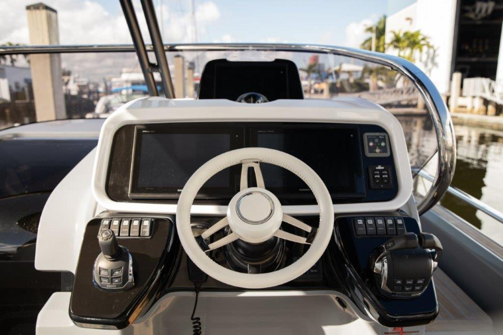 Invictus-370 GT 2018-EOS II Fort Lauderdale-Florida-United States-Helm Station-1624944 | Thumbnail