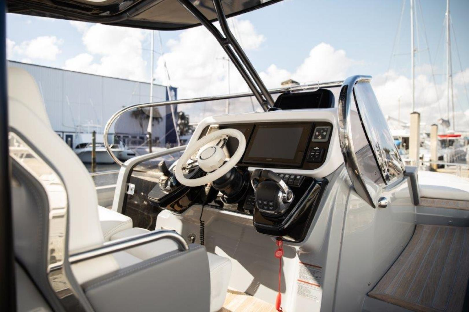 Invictus-370 GT 2018-EOS II Fort Lauderdale-Florida-United States-Helm -1624945 | Thumbnail