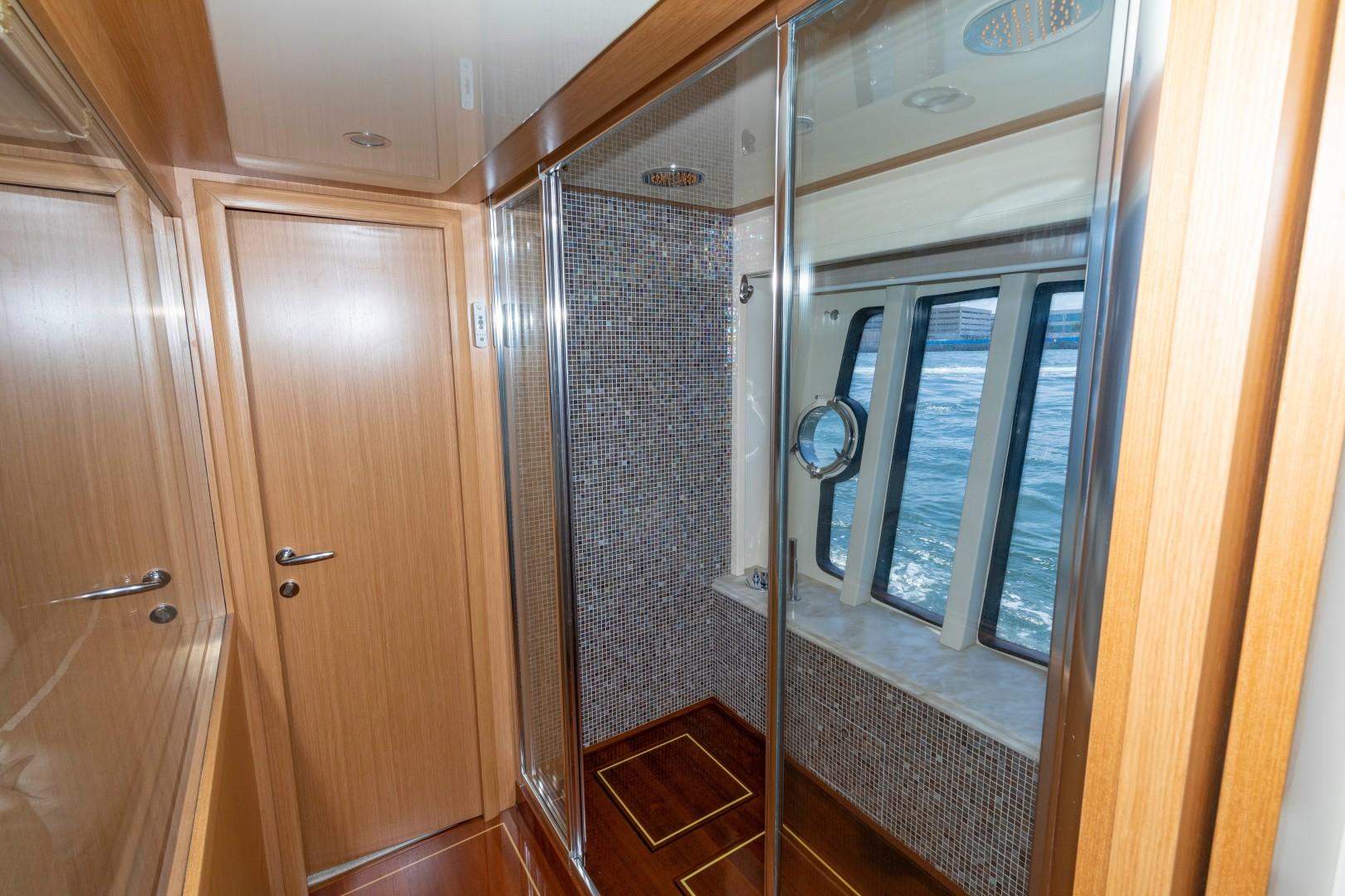 Ferretti 83 - MI RX - Master Shower