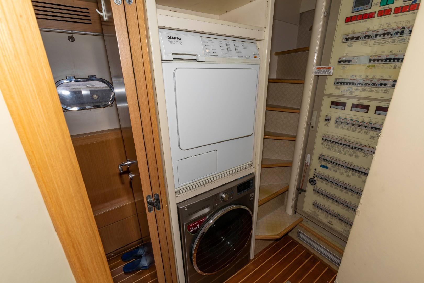 Ferretti 83 - MI RX - Washer/Dryer Combo