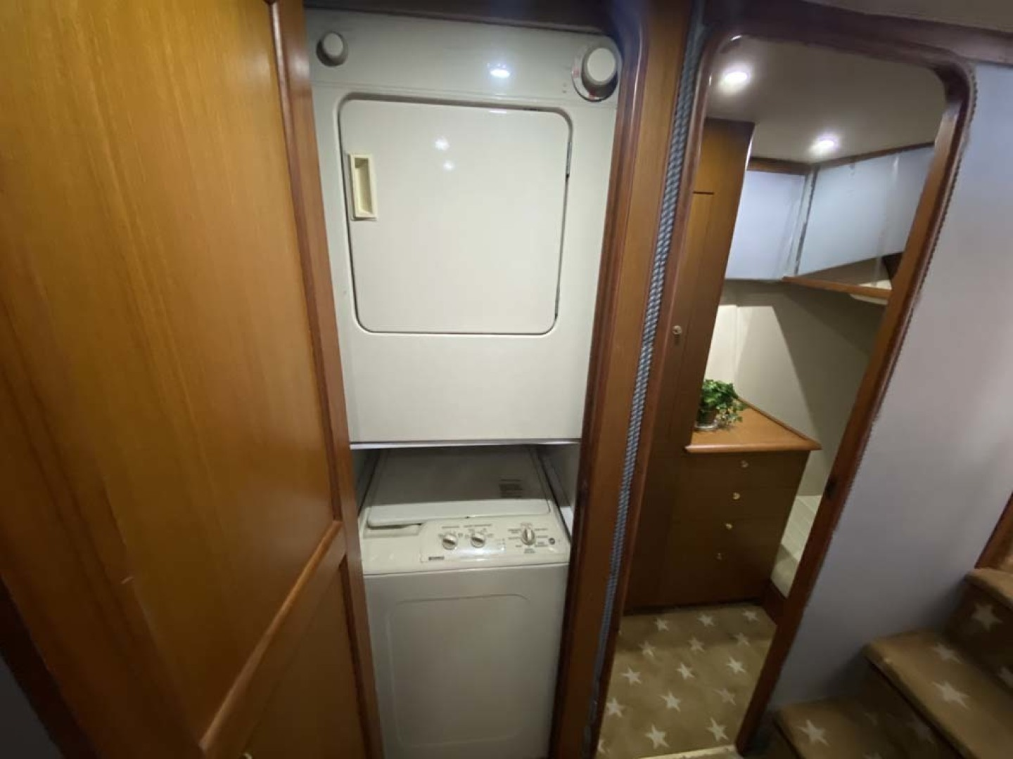 Ocean Yachts-Super Sport 1998-Love Boat Cape May-New Jersey-United States-Washer And Dryer-1624909 | Thumbnail