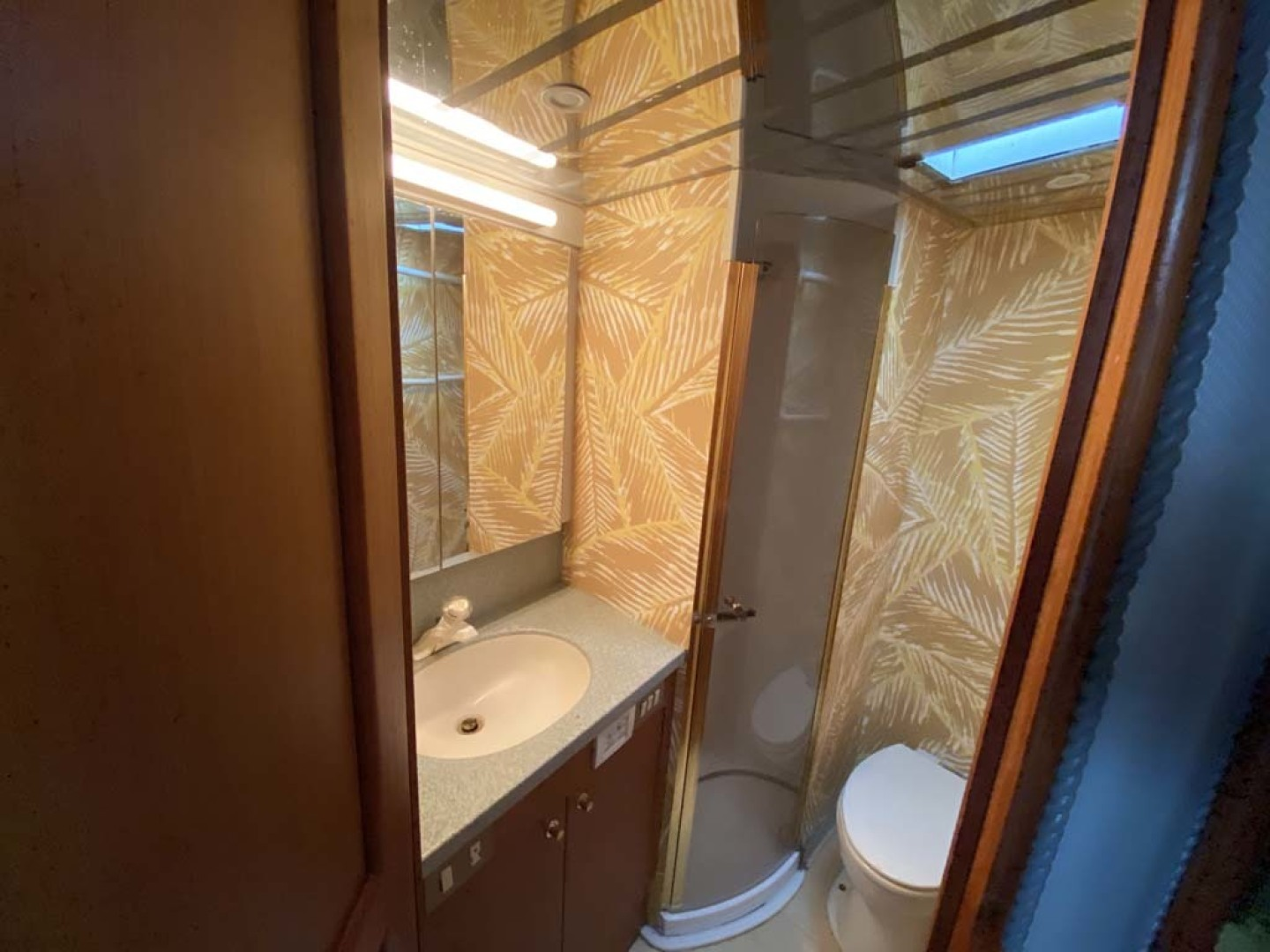 Ocean Yachts-Super Sport 1998-Love Boat Cape May-New Jersey-United States-Guest Head And Shower-1624912 | Thumbnail