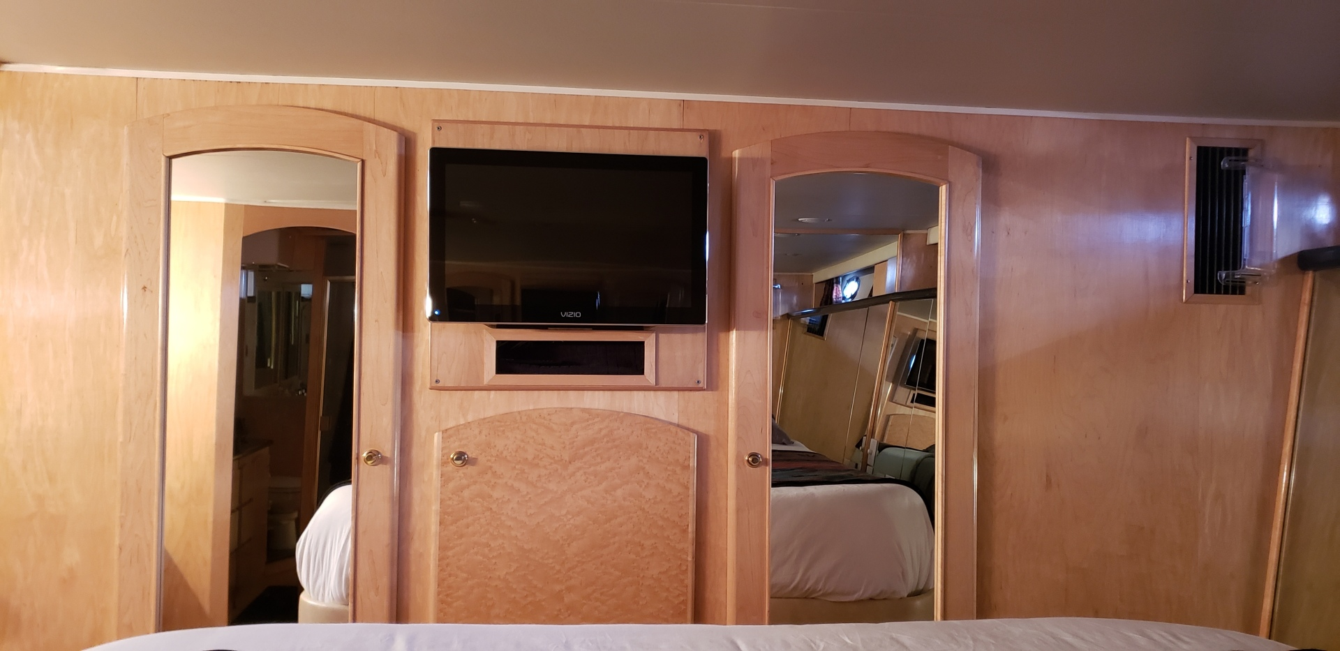 Navigator-5800 1999-New Path Anacortes-Washington-United States-Master Cabin-1623787   Thumbnail