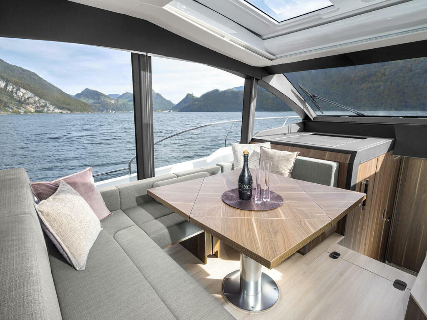 Picture Of a 2022 Sealine 52 C530 Motor Yachts   1628259