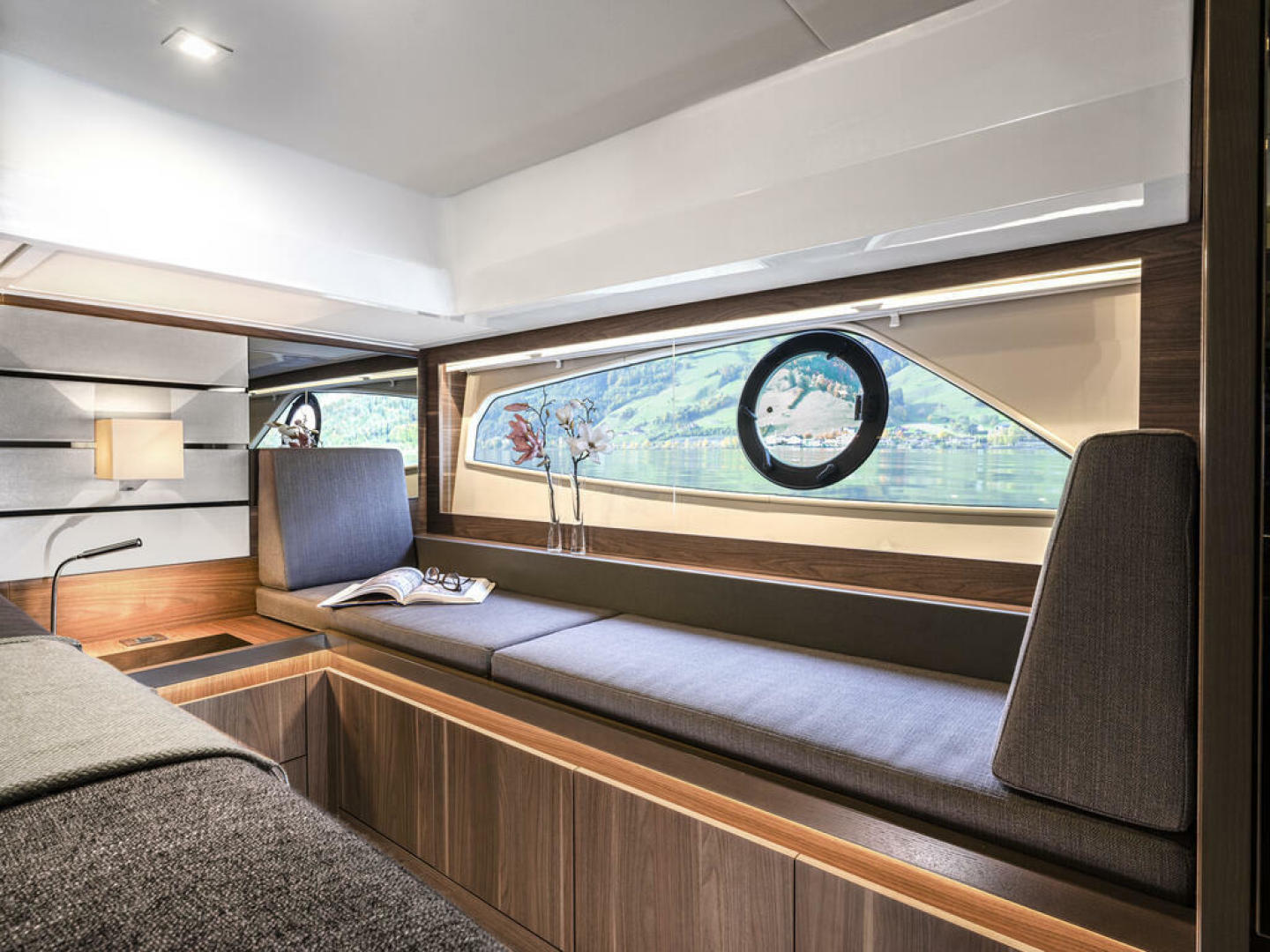 Picture Of a 2022 Sealine 52 C530 Motor Yachts   1628271