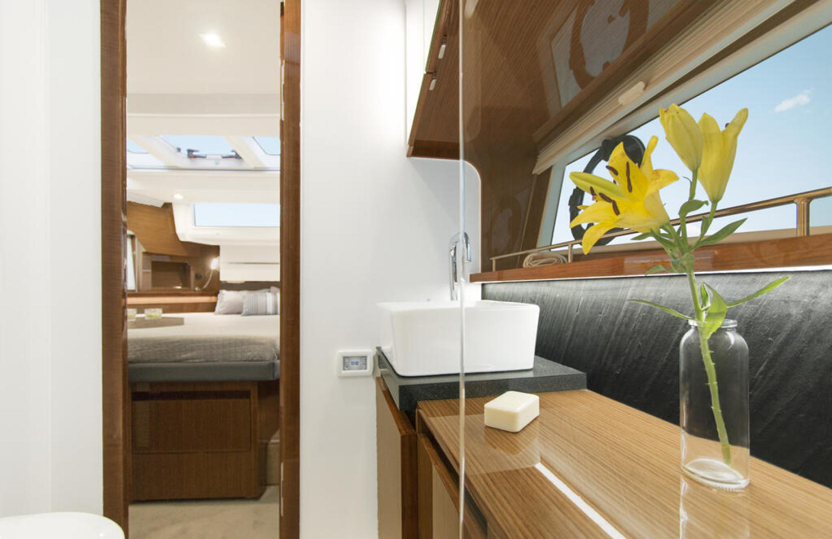 Picture Of a 2022 Sealine 44 C430 Motor Yachts   1628355