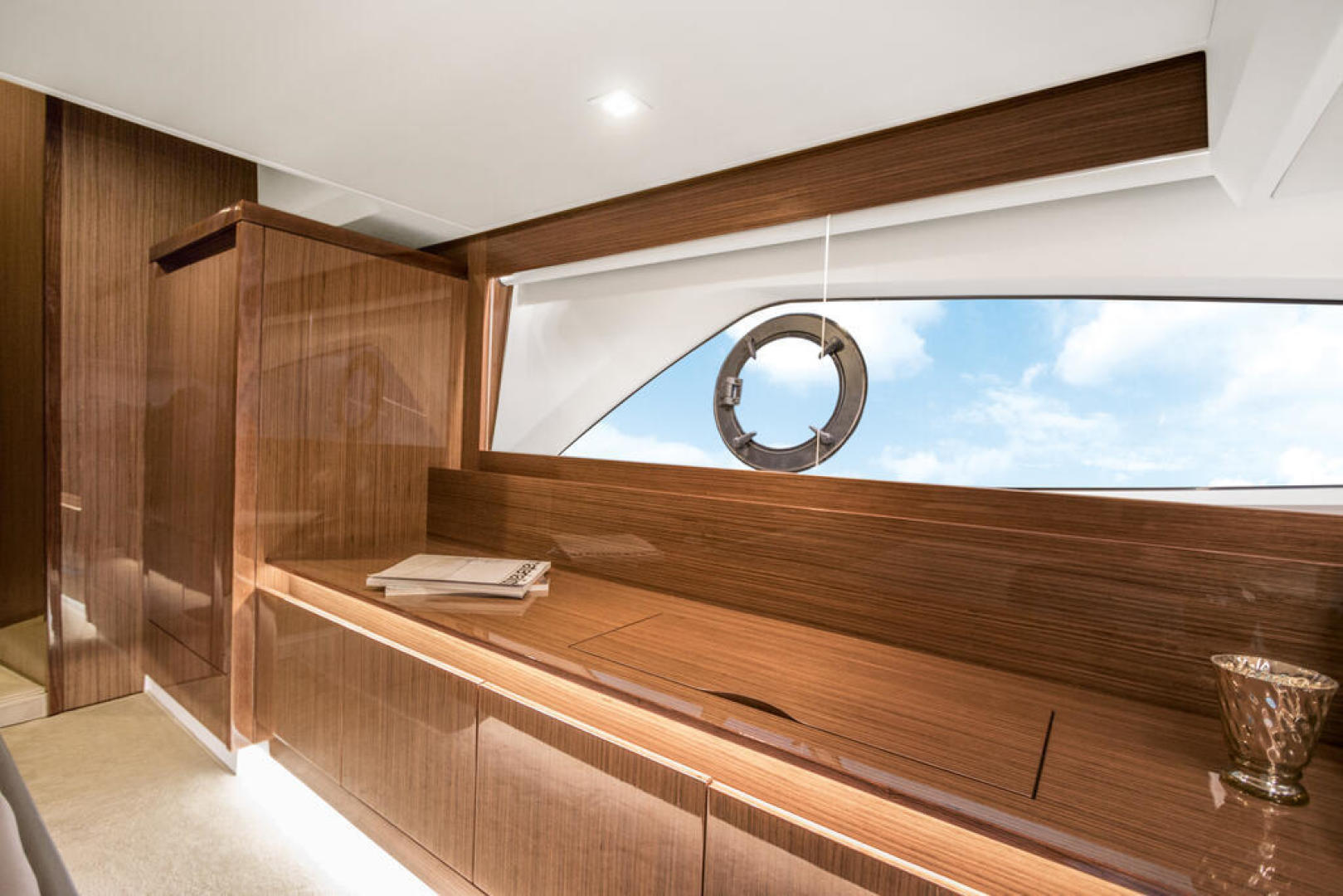 Picture Of a 2022 Sealine 44 C430 Motor Yachts   1628344