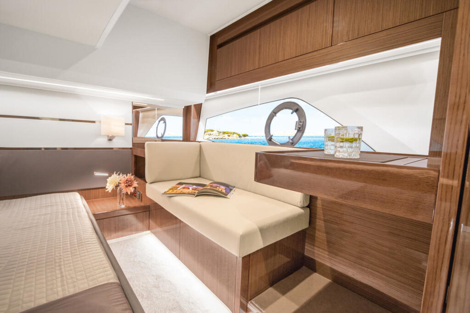 Picture Of a 2022 Sealine 44 C430 Motor Yachts   1628347