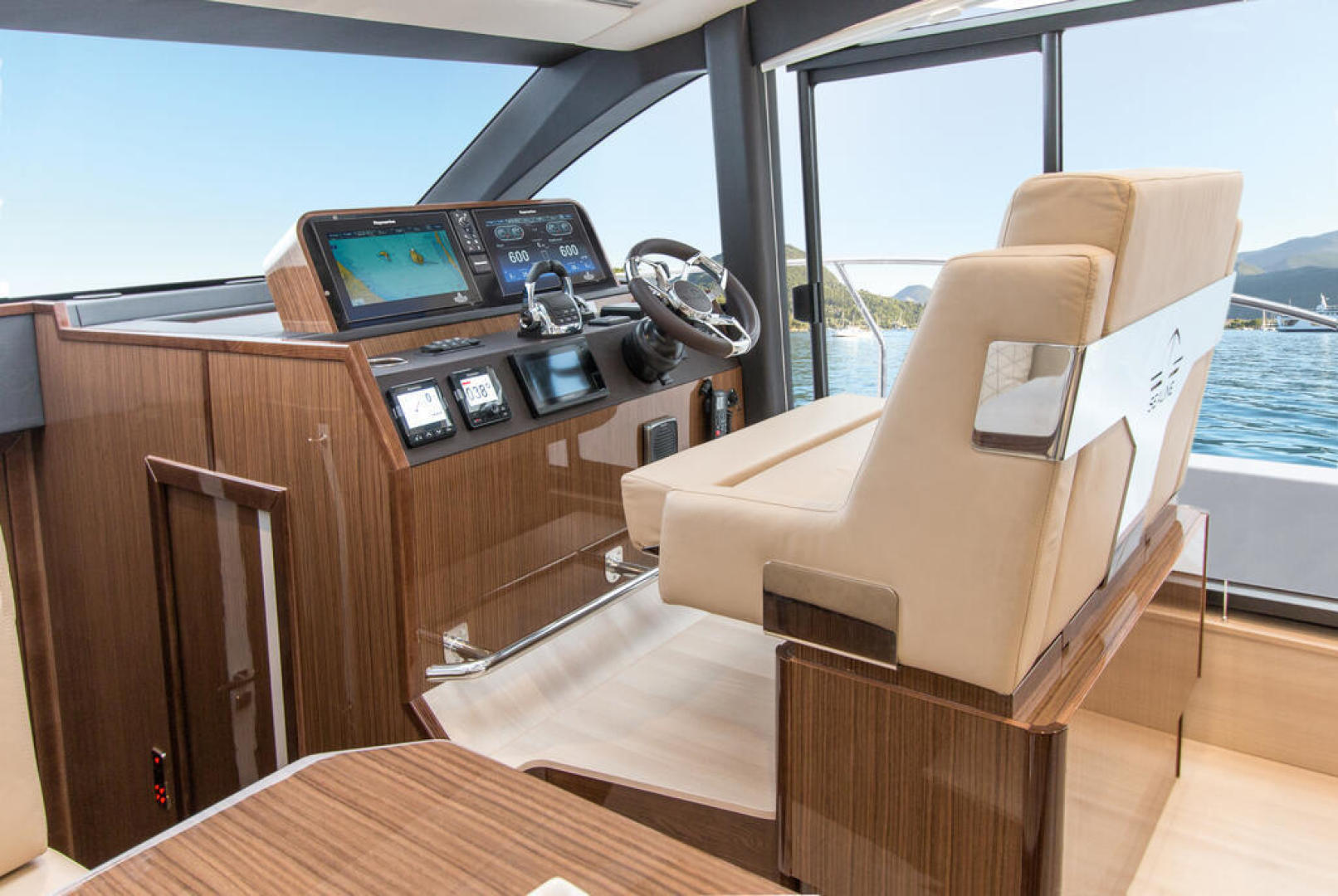 Picture Of a 2022 Sealine 44 C430 Motor Yachts   1628359