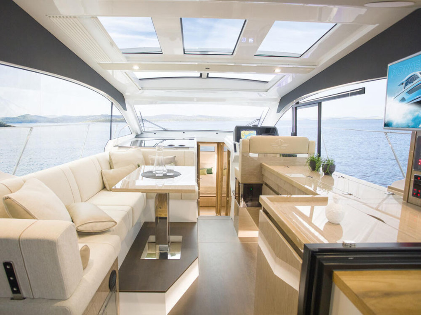 Picture Of a 2022 Sealine 39 C390 Motor Yachts | 1628492