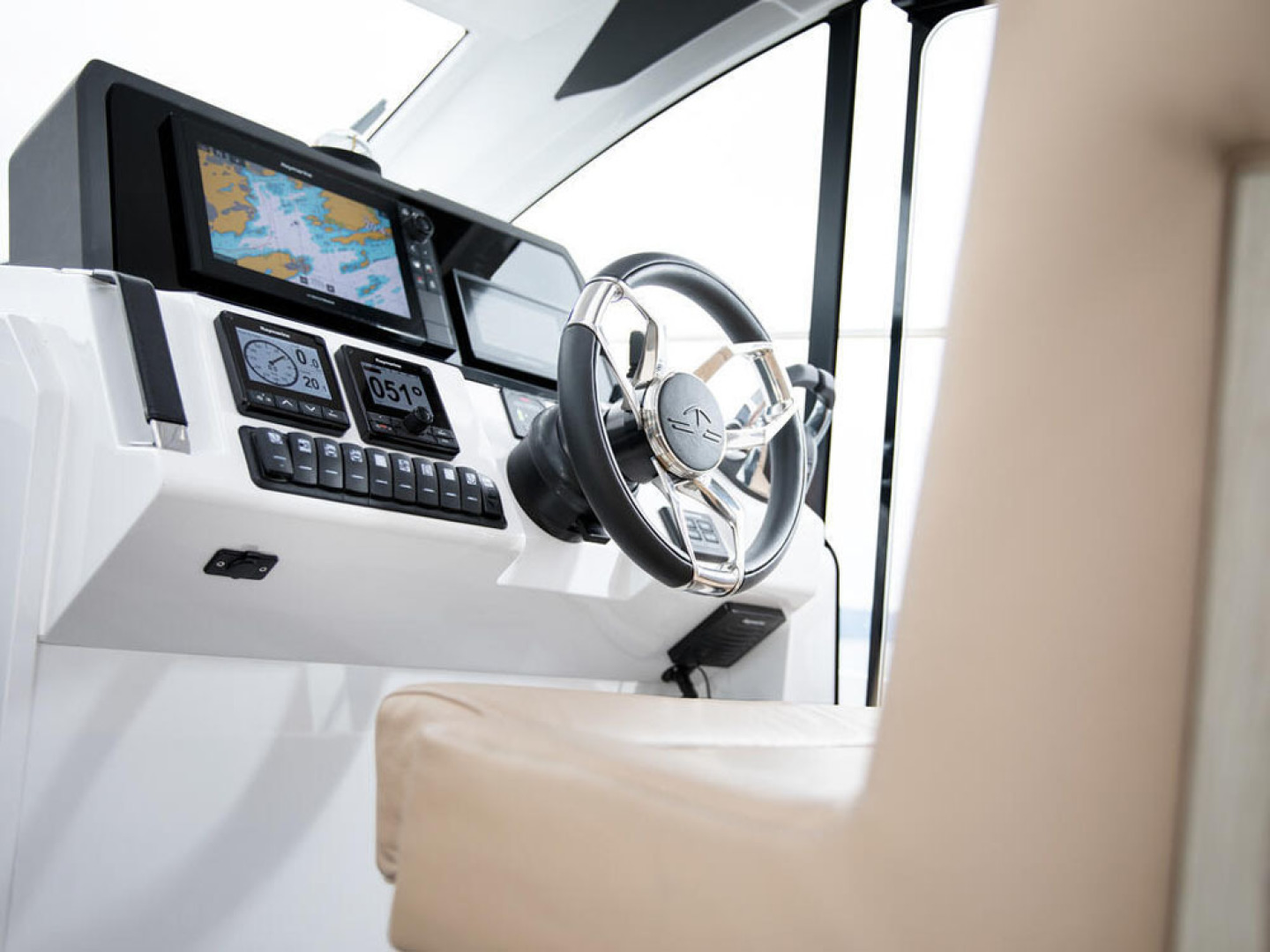 Picture Of a 2022 Sealine 39 C390 Motor Yachts | 1628494