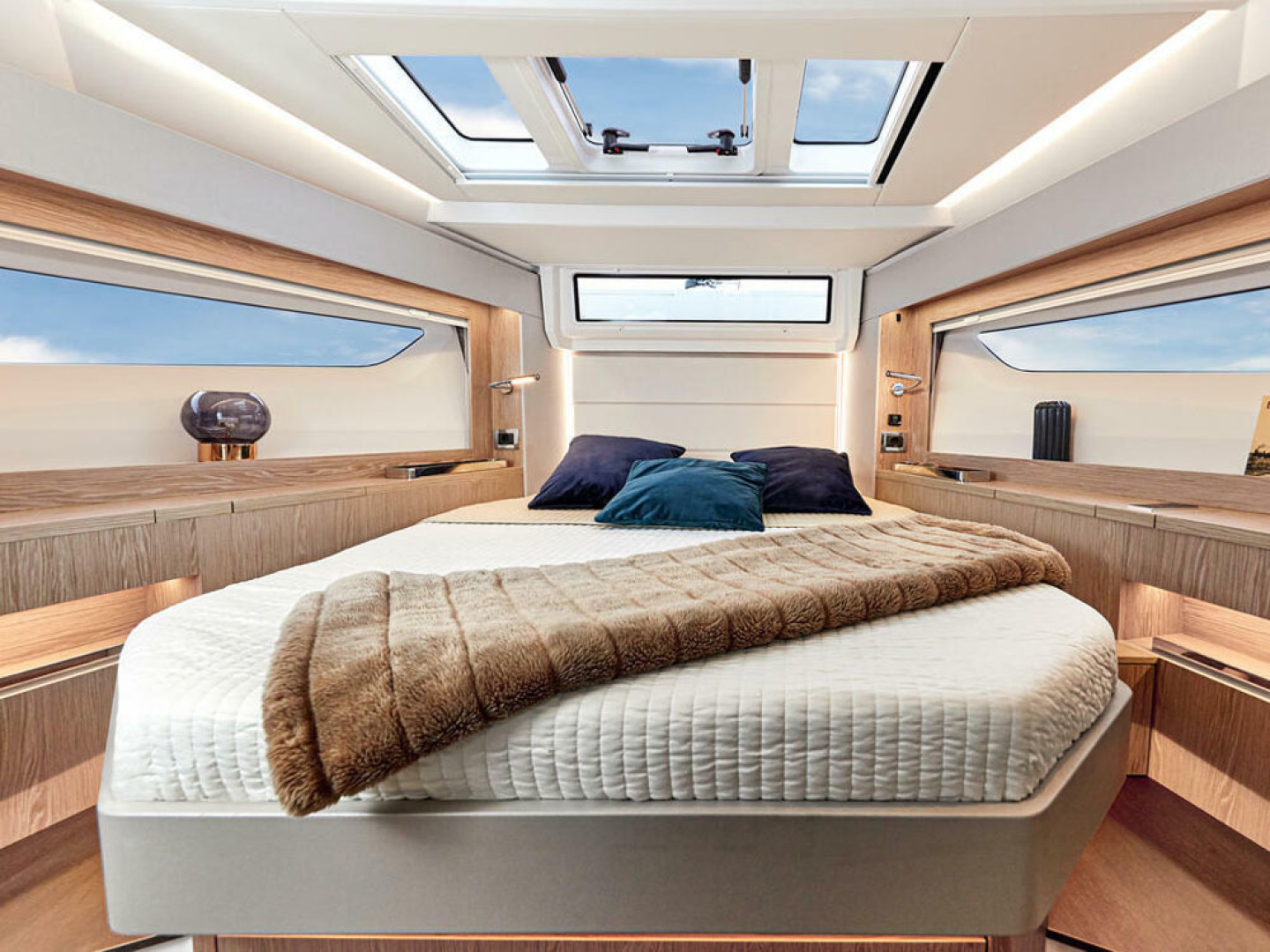 Picture Of a 2022 Sealine 39 C390 Motor Yachts | 1628507