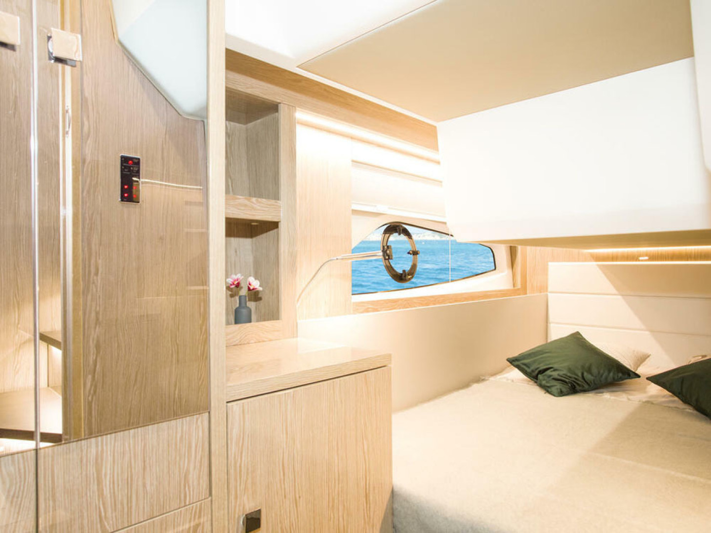 Picture Of a 2022 Sealine 39 C390 Motor Yachts | 1628490