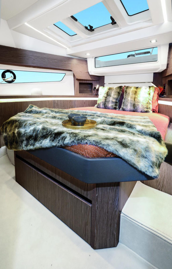 Picture Of a 2022 Sealine 45 F430 Motor Yachts | 1628537