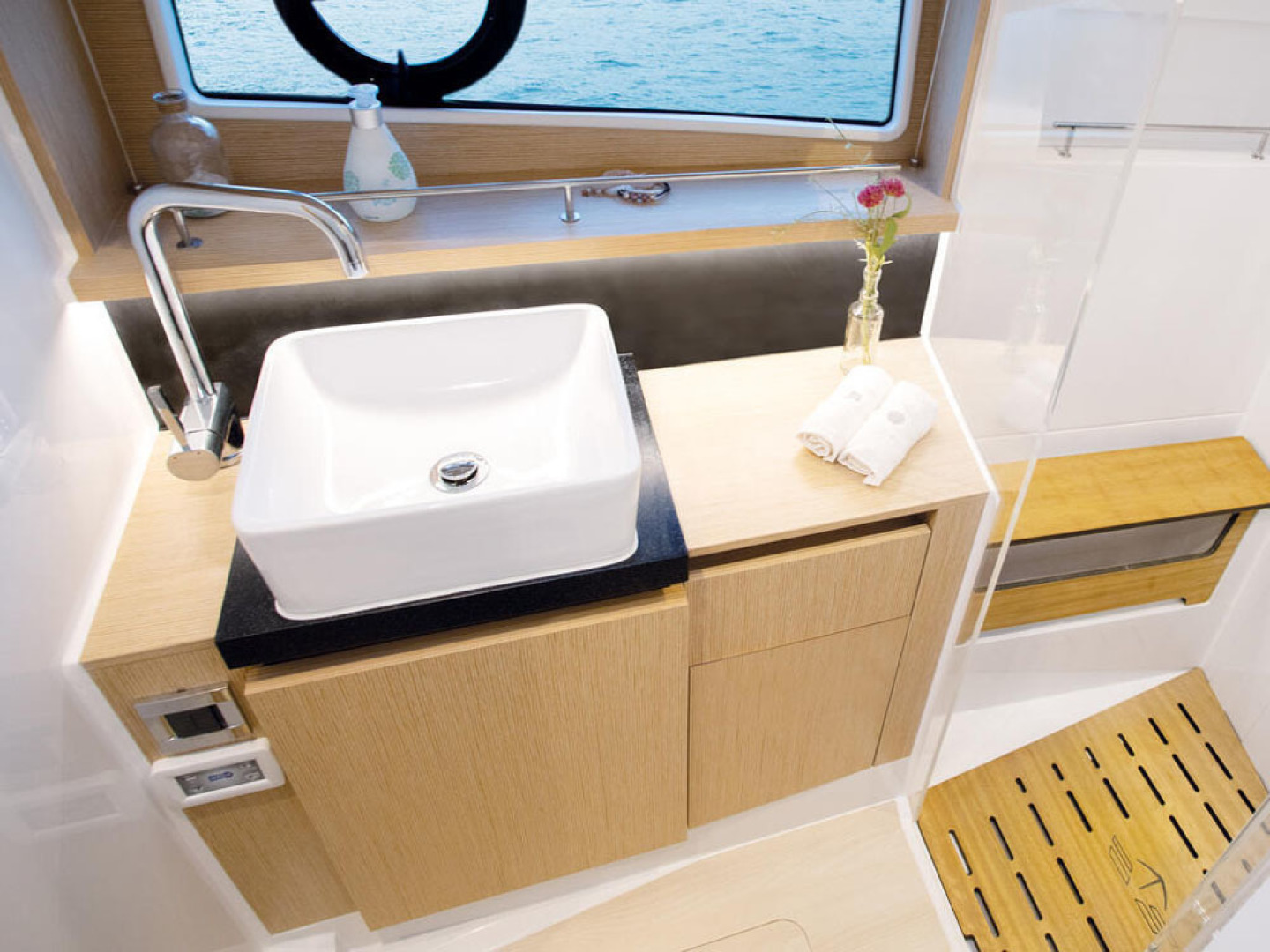Picture Of a 2022 Sealine 45 F430 Motor Yachts | 1628522