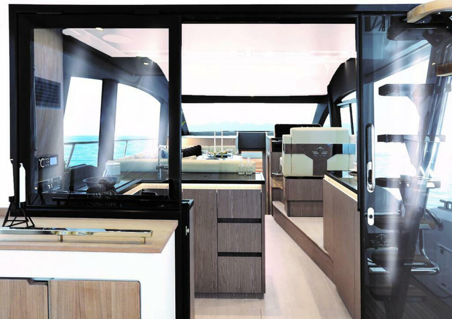 Picture Of a 2022 Sealine 45 F430 Motor Yachts | 1628529