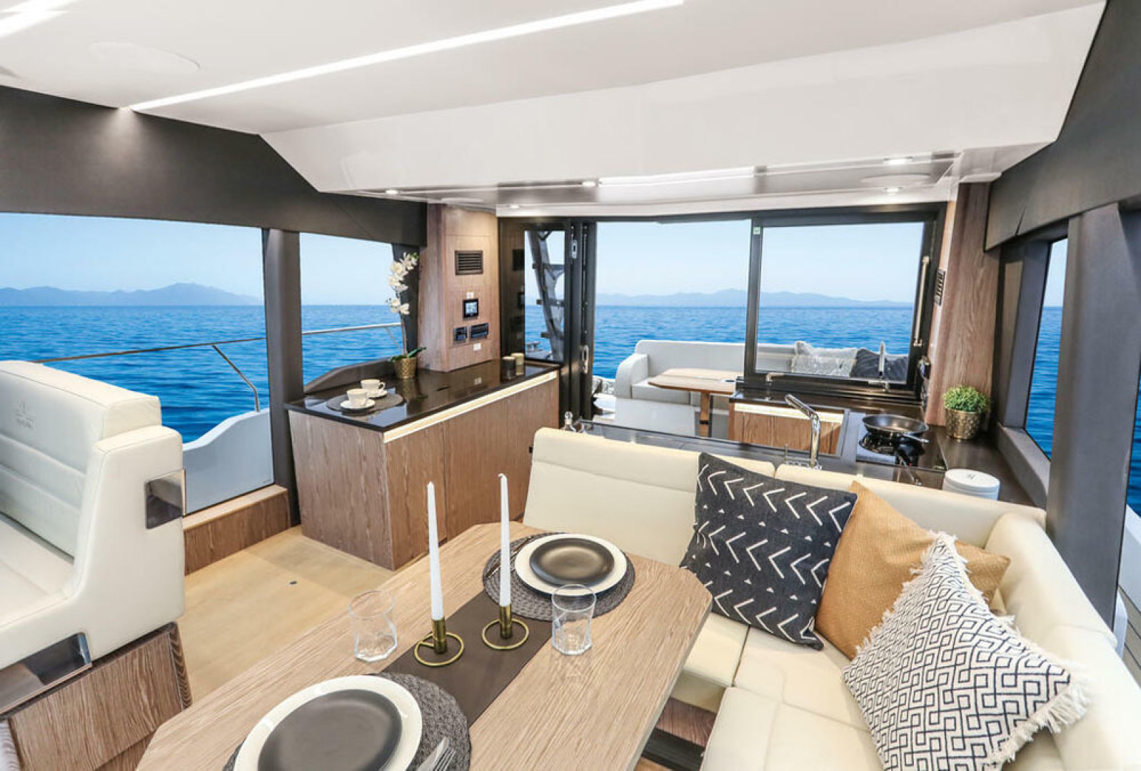 Picture Of a 2022 Sealine 45 F430 Motor Yachts | 1628542