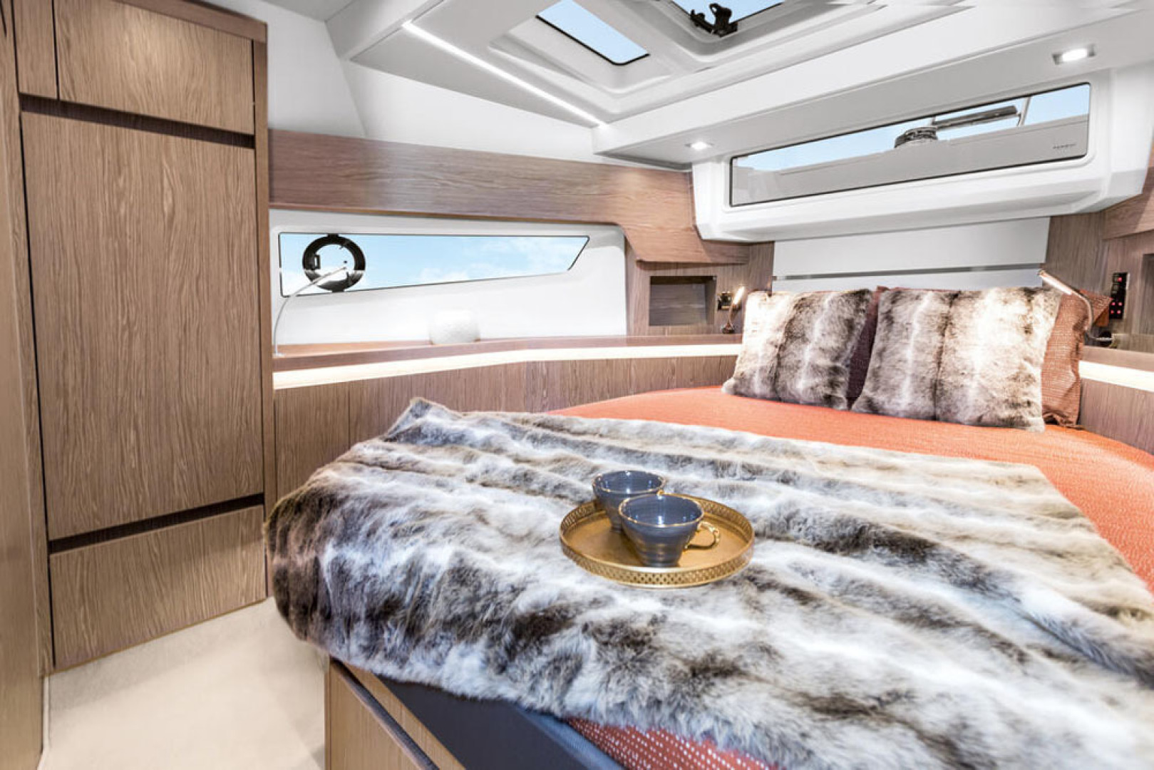Picture Of a 2022 Sealine 45 F430 Motor Yachts | 1628536