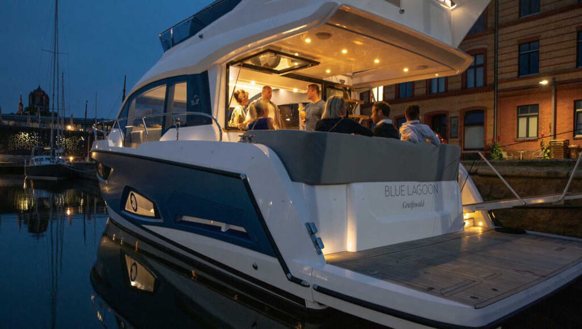 Picture Of a 2022 Sealine 45 F430 Motor Yachts | 1628547