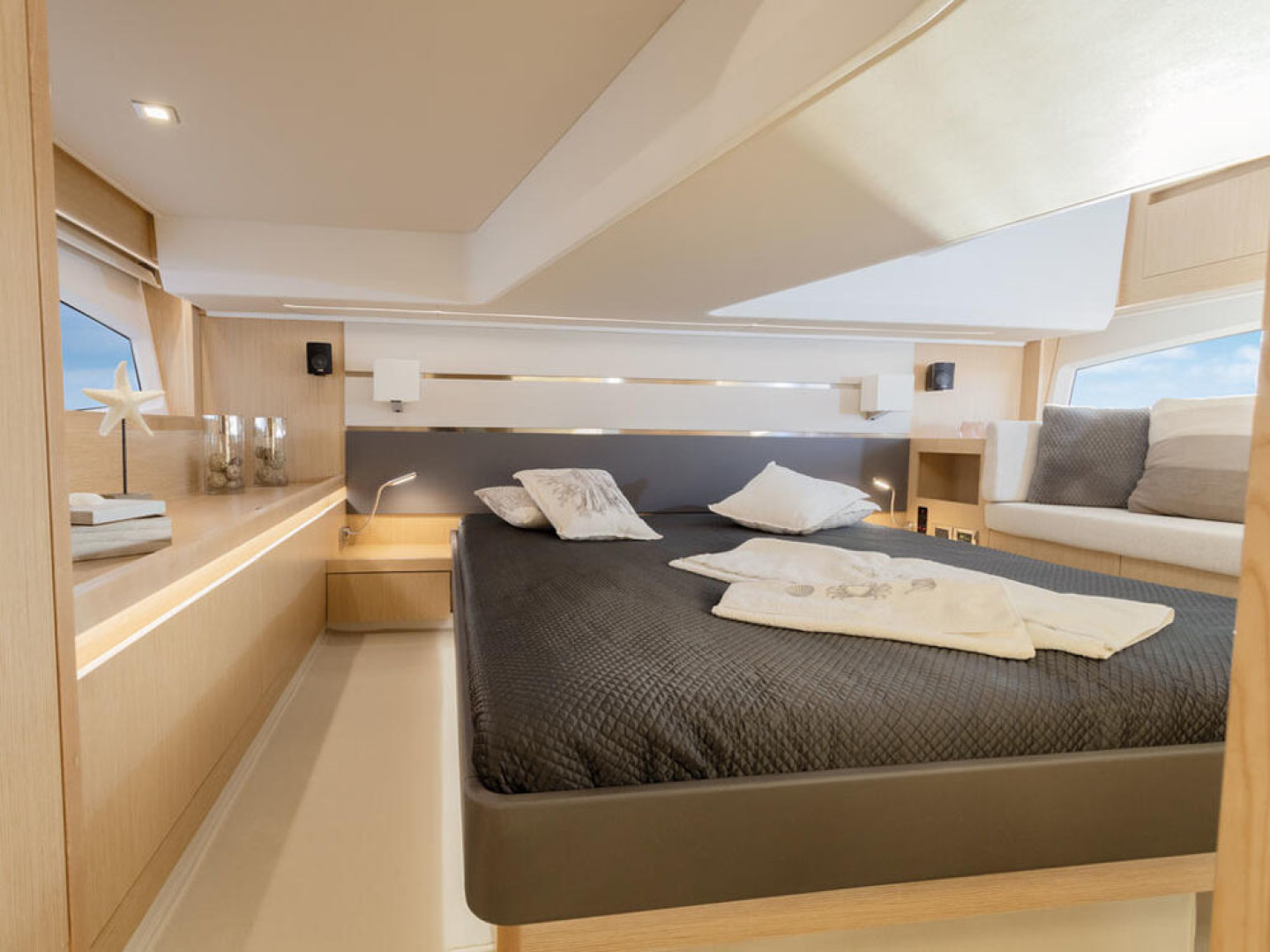Picture Of a 2022 Sealine 45 F430 Motor Yachts | 1628527