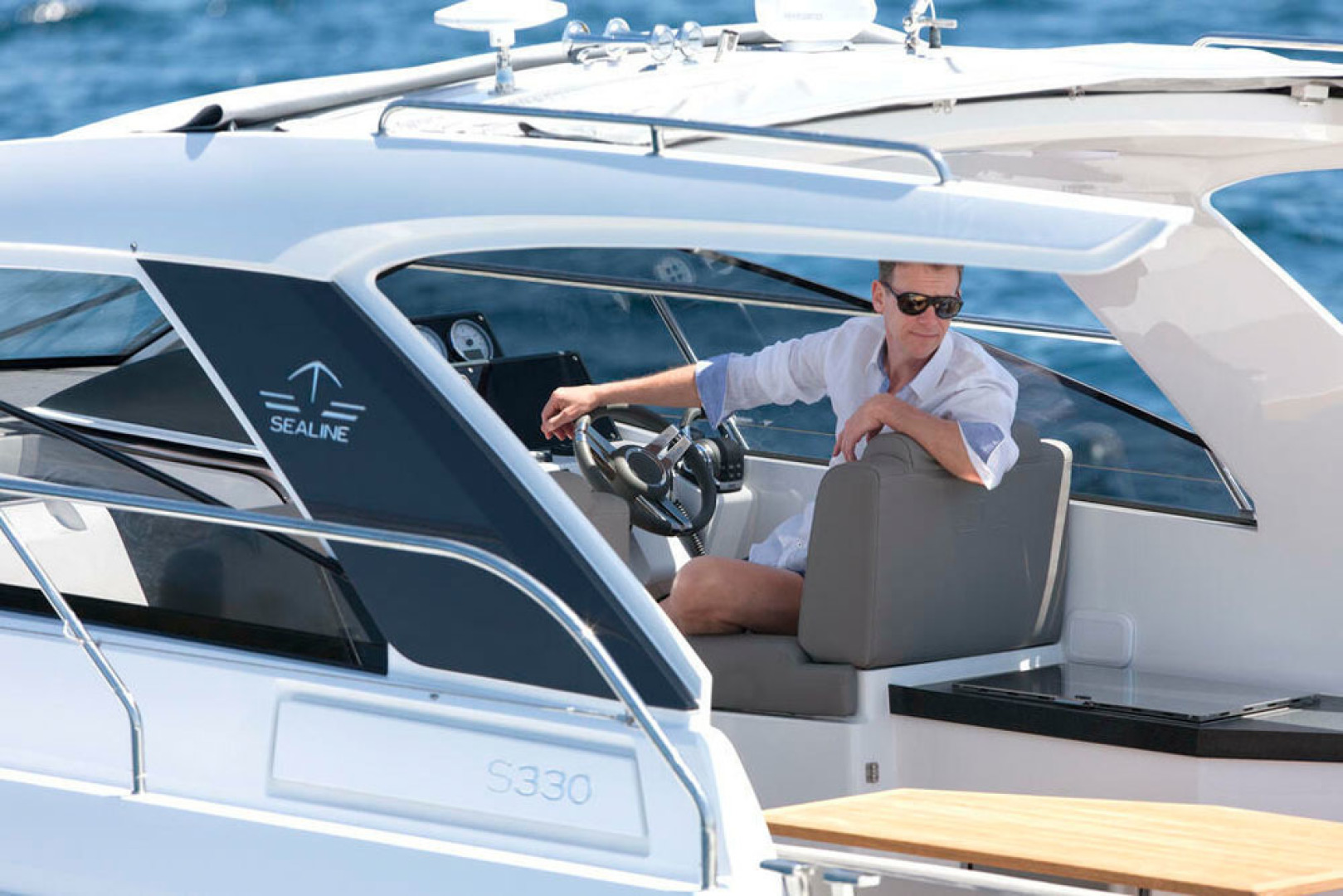 Picture Of a 2022 Sealine 33 S330 Motor Yachts | 1628627