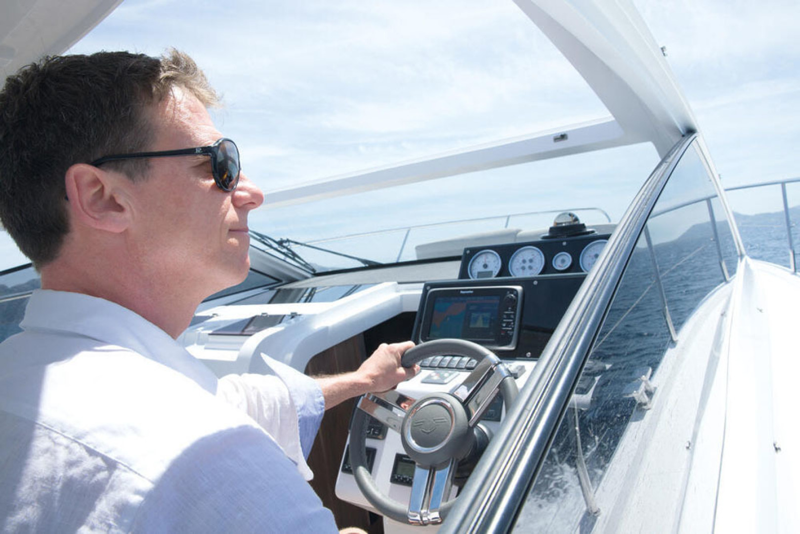 Picture Of a 2022 Sealine 33 S330 Motor Yachts | 1628624