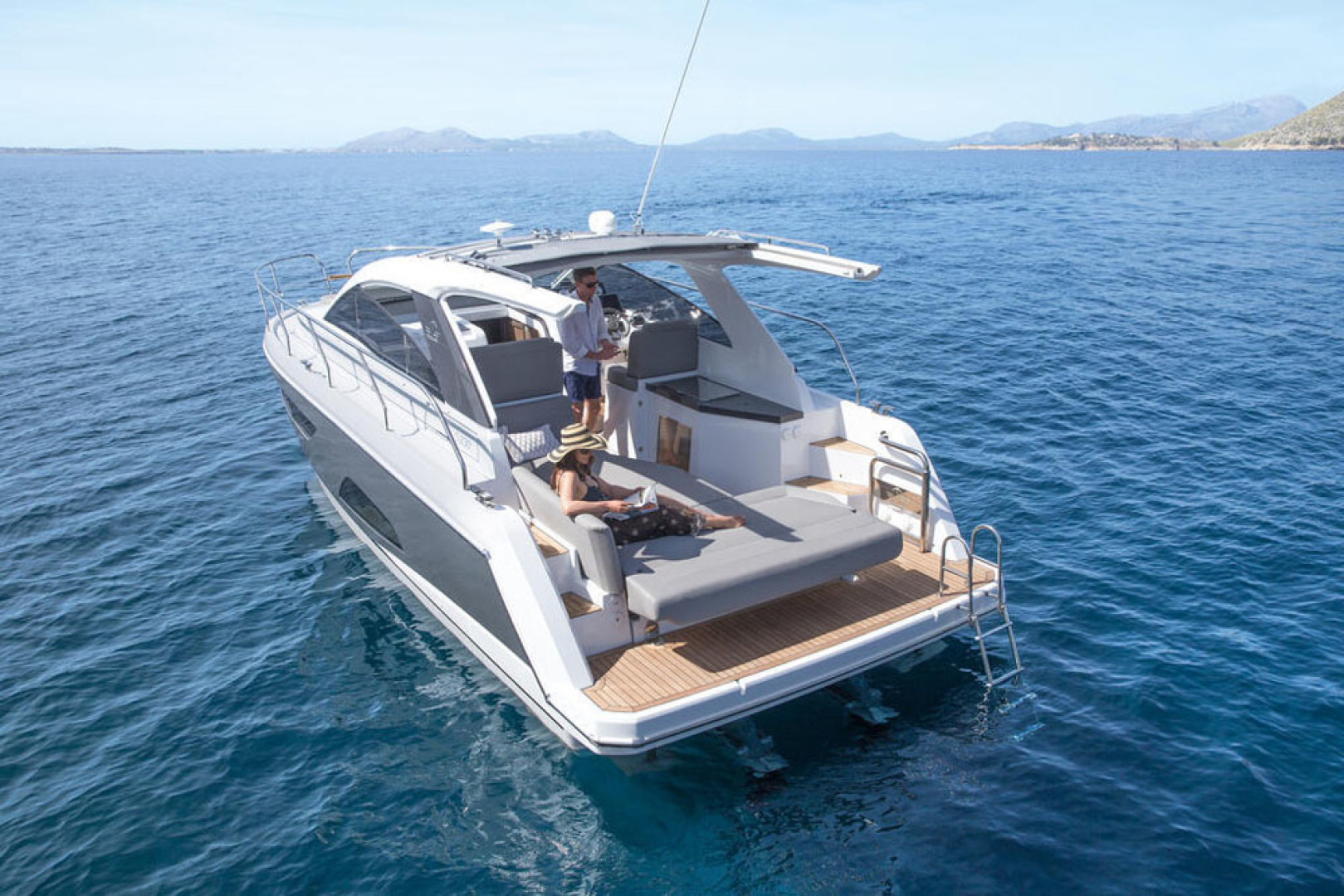 Picture Of a 2022 Sealine 33 S330 Motor Yachts | 1628631