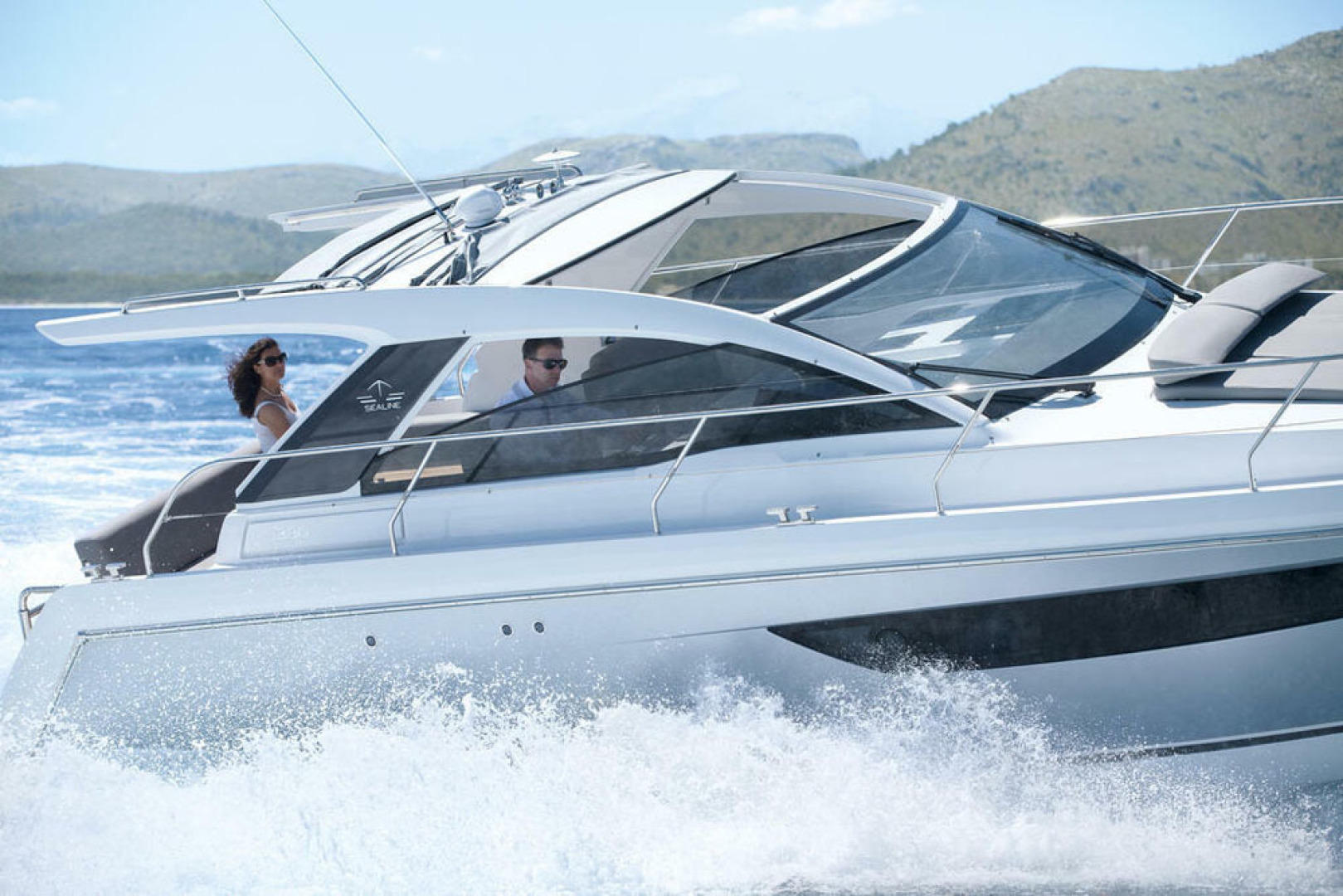 Picture Of a 2022 Sealine 33 S330 Motor Yachts | 1628621
