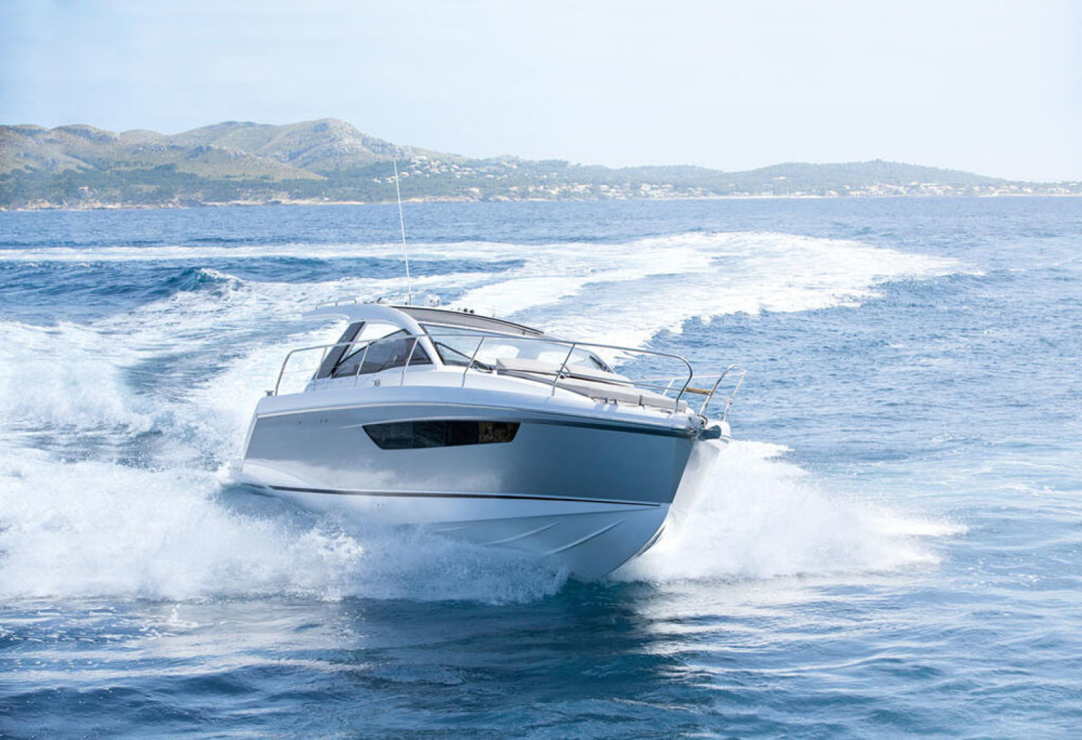 Picture Of a 2022 Sealine 33 S330 Motor Yachts | 1628615