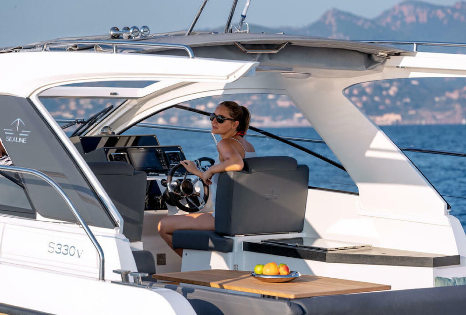 Picture Of a 2022 Sealine 33 S330v Motor Yachts | 1628673