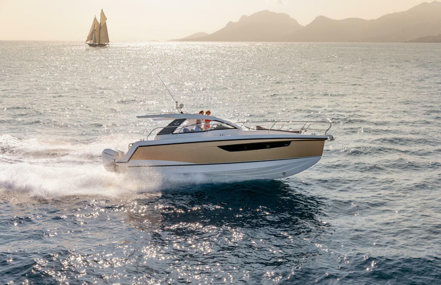 Picture Of a 2022 Sealine 33 S330v Motor Yachts | 1628677