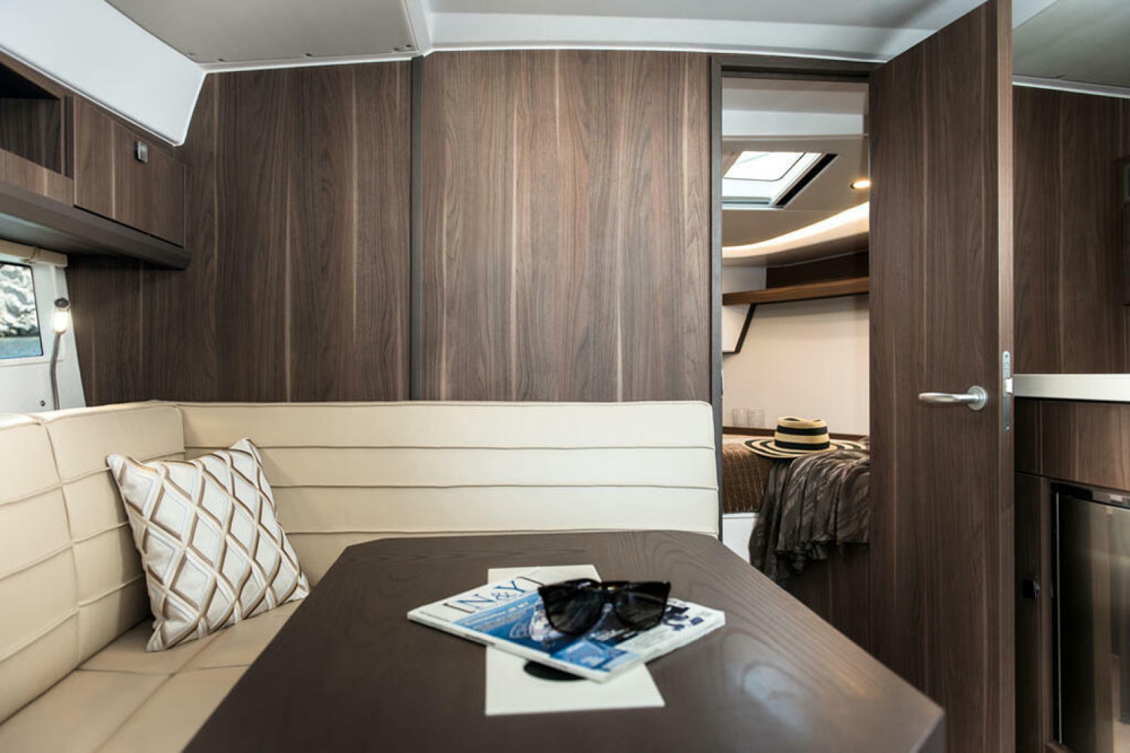 Picture Of a 2022 Sealine 33 S330v Motor Yachts | 1628681