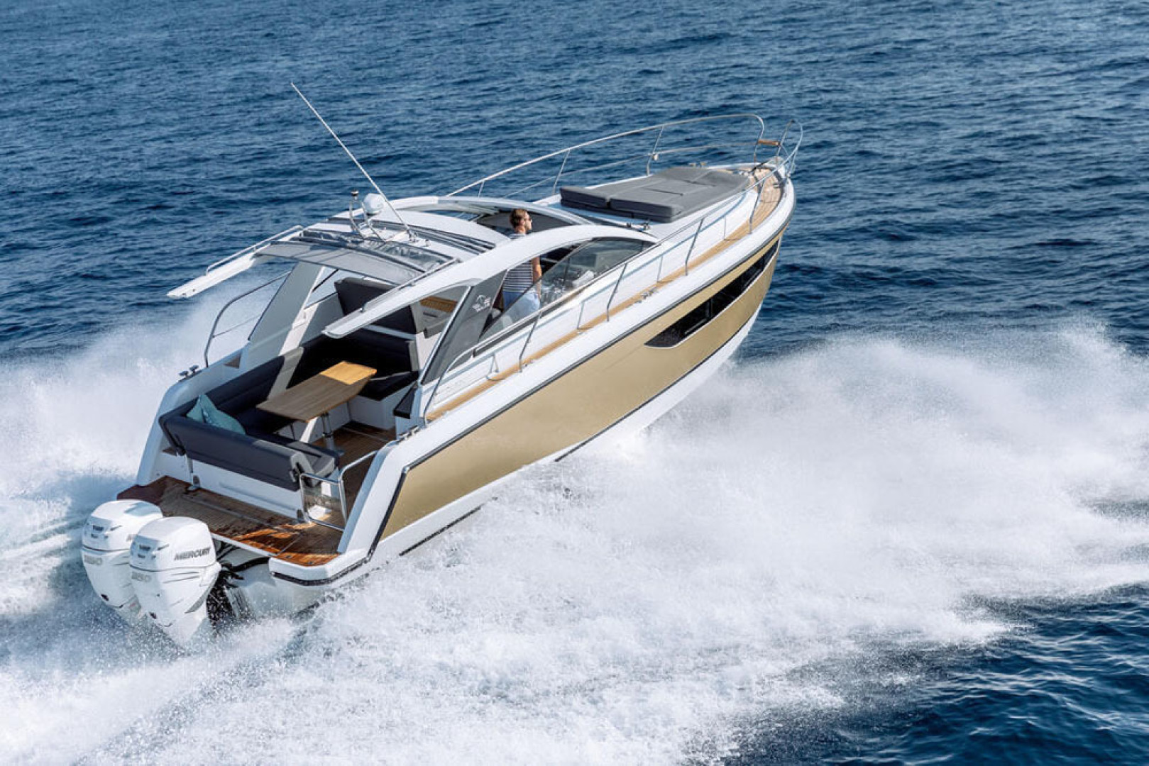 Picture Of a 2022 Sealine 33 S330v Motor Yachts | 1628655