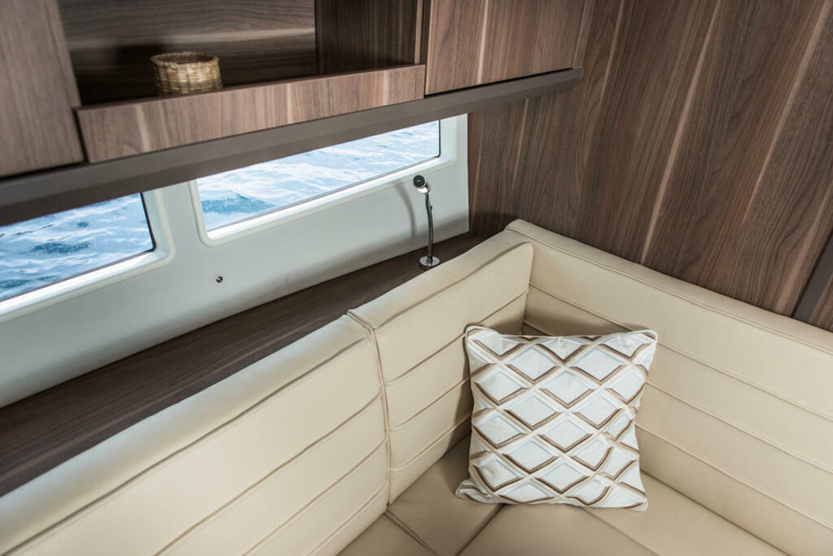 Picture Of a 2022 Sealine 33 S330v Motor Yachts | 1628686