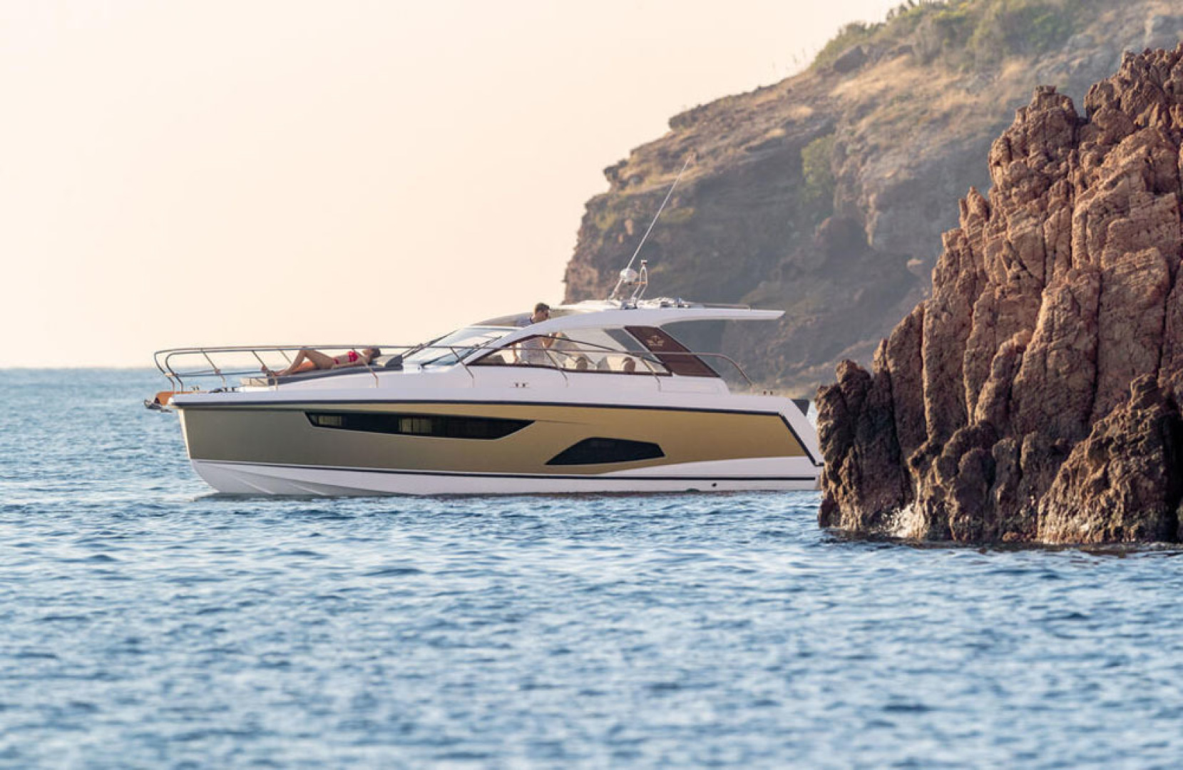 Picture Of a 2022 Sealine 33 S330v Motor Yachts | 1628662