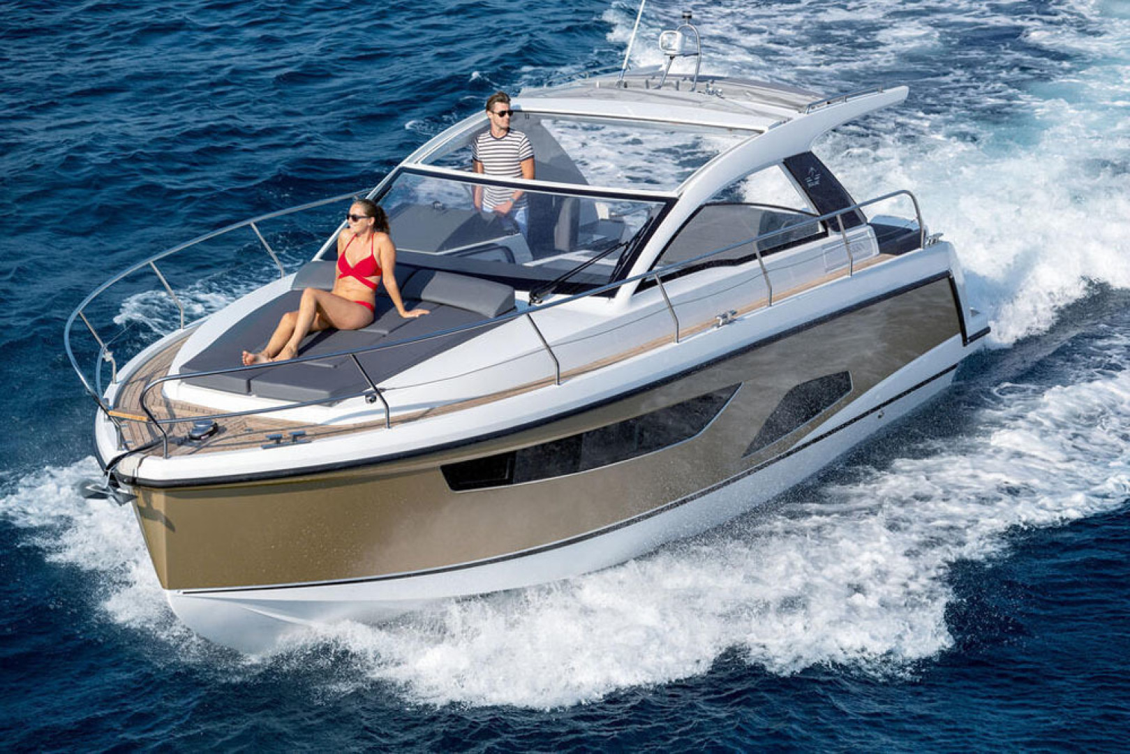 Picture Of a 2022 Sealine 33 S330v Motor Yachts | 1628660