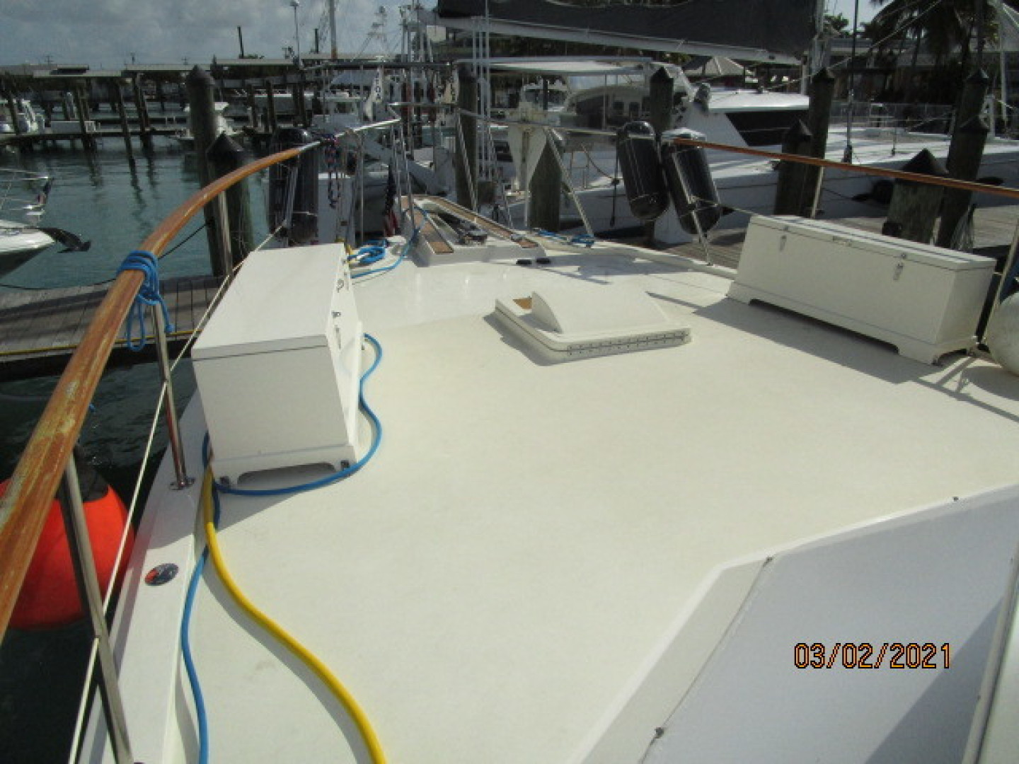 Hatteras-48 1981-Partner Ship Carolina Beach-North Carolina-United States-48 Hatteras foredeck-1629281 | Thumbnail