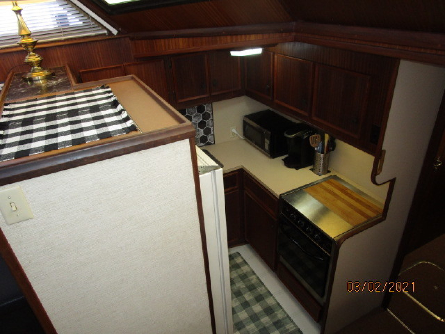 Hatteras-48 1981-Partner Ship Carolina Beach-North Carolina-United States-48 Hatteras galley1-1629285 | Thumbnail