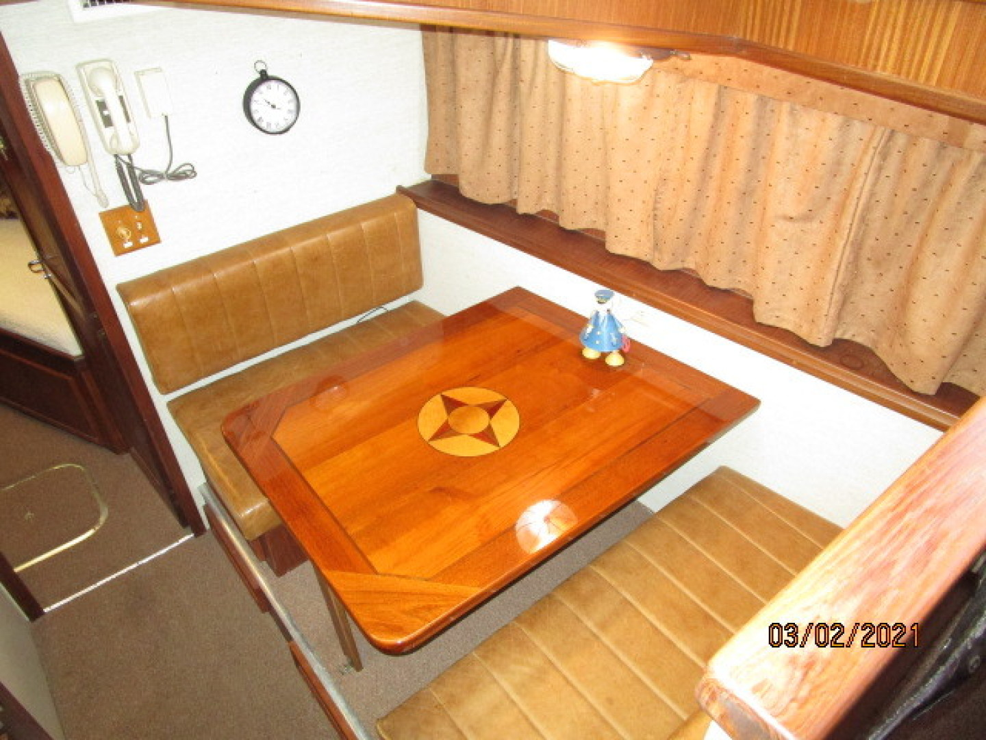 Hatteras-48 1981-Partner Ship Carolina Beach-North Carolina-United States-48 Hatteras dinette1-1629265 | Thumbnail